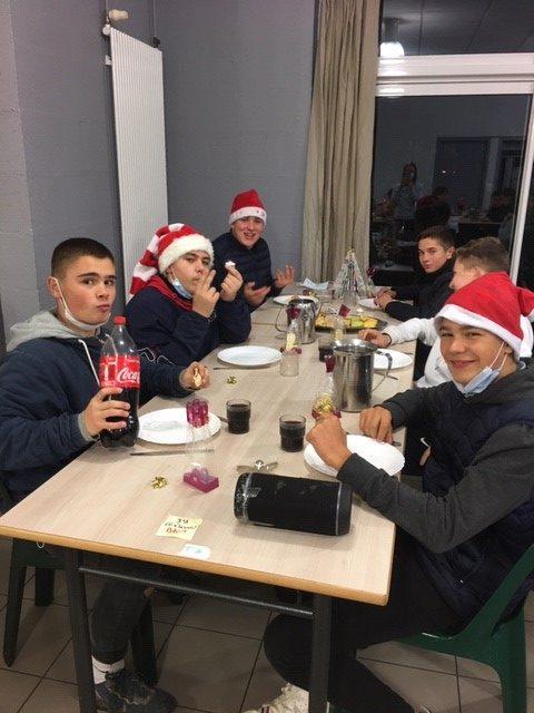 MFR-CFA CHEMILLE : Repas de Noël en cette fin d'année.